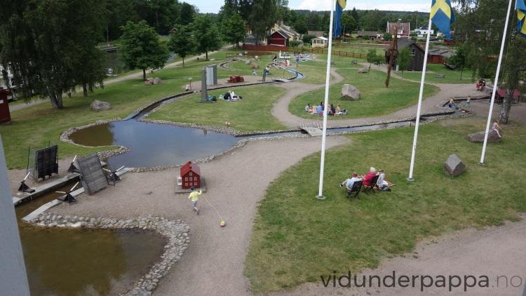 En kopi av hele Göta kanal lå på hotellområdet og barn lekte både ved og i kanalen med båtene sine hele dagen.