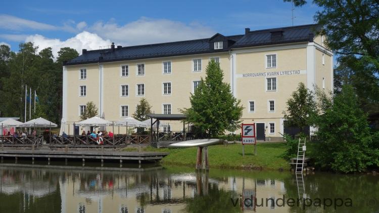Norrqvarn Hotell & Konferens ligger like ved Göta kanal og innbyr til både middag langs kanalen, utlån av sykler til lange sykkelturer eller hva med å ta seg en ute-drikke når solen går ned? Himmelen!