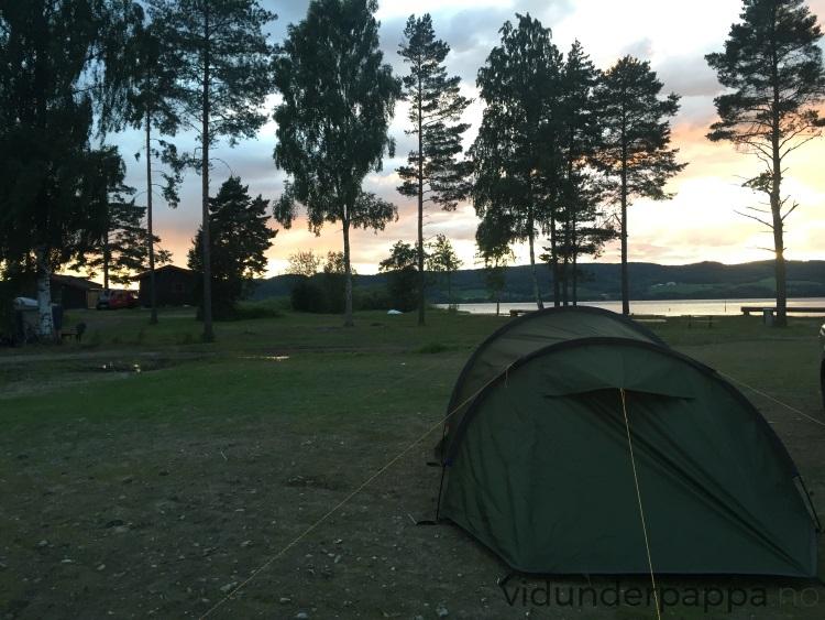 Teltet slått opp på rekordtid, rakk solnedgangen med kun et par minutters klaring!